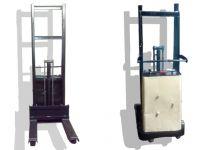 Apilador Semi-Eléctrico CROWN 1500 Libras Seminuevo